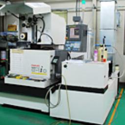 ワイヤー放電加工機ROBOCUT α-1iC