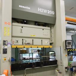 プレス機KOMATSU H2W200
